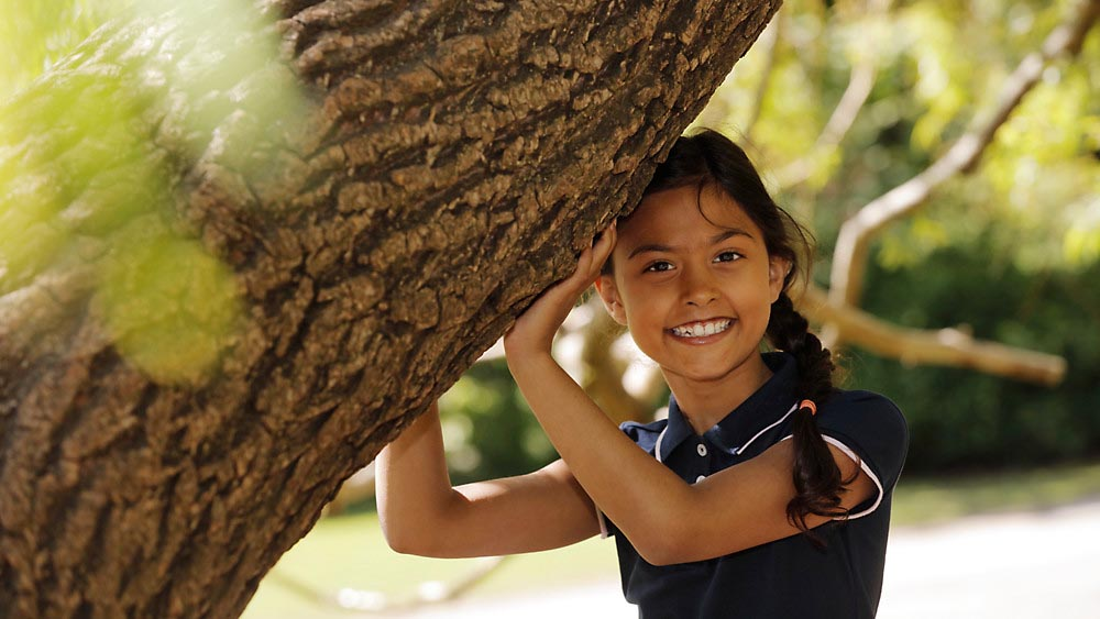 Wellspect Lofric Child playing outdoors, smiling